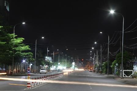 Đèn đường led phố làm đẹp đường phố