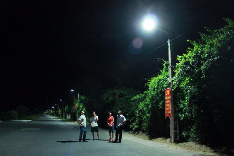 Đường thôn xóm nên lắp đèn đường led như thế nào?