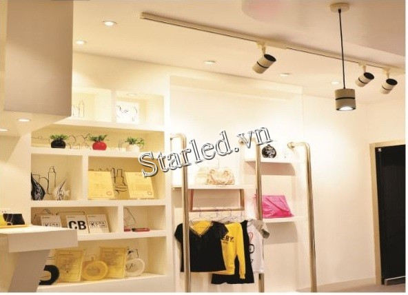 den-led-thanh-ray-12w-chieu-roi-showroom